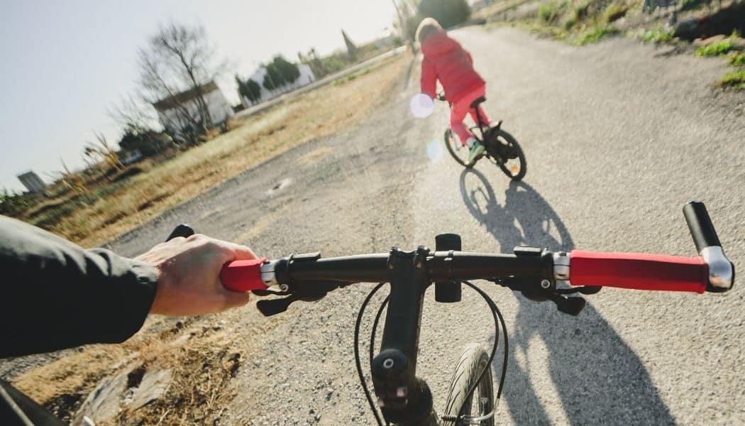 couple riding hybrid bikes under 500