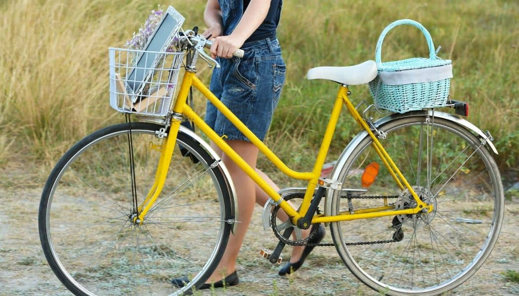 yellow comfort bicycle